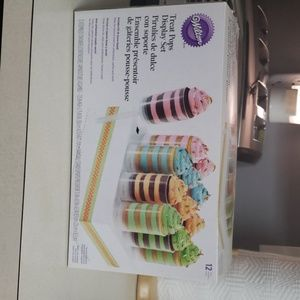Wilton treat pops display set